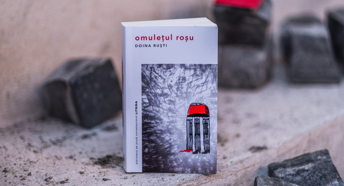 """Cronică a romanului """"Omulețul roșu"""" de Doina Ruști: """"Uimitoare este capacitatea de a povesti din atât de multe perspective"""""""